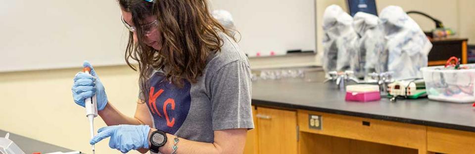 Anna Galligos, '21 Molecular Biology, works in a Rockhurst lab