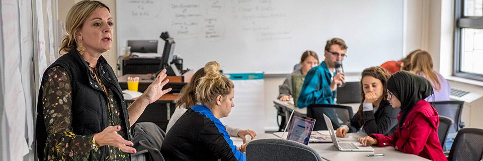 Mandi Sonnenberg teaches class.